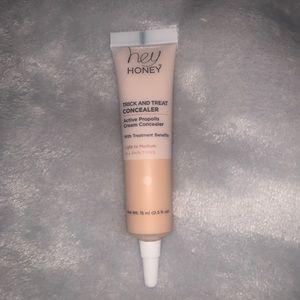 Hey Honey trick & treat cream concealer